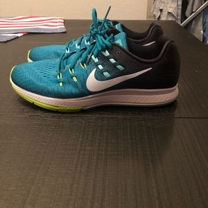 Size 11.5 Nike Zoom Structure 19 Running Shoes